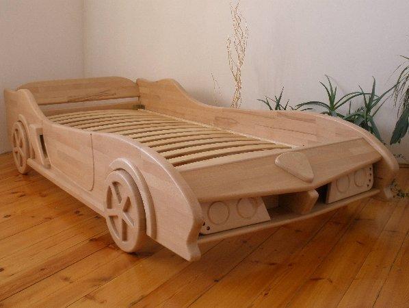 Деревянная кровать машина