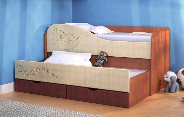 Детская двухъярусная кровать с выдвижной секцией