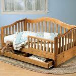 Детская кровать деревянная с бортиками фото