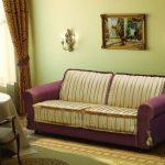 Диван-кровать для ежедневного использования фиолетовой с полосками