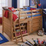 Двухъярусная детская кровать из натурального дерева