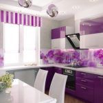 дизайн кухни с ярким фартуком