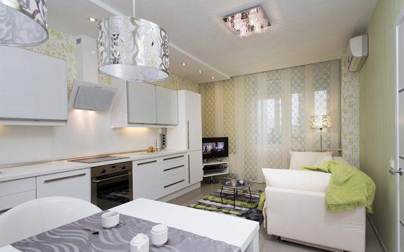 Интерьер кухни с диваном белым
