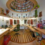 книжный шкаф в потолке