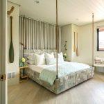 кровать деревянная интерьер