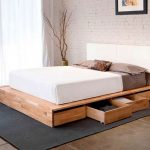 кровать из массива дерева с ящиками