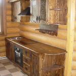 Кухонный гарнитур из искусственно состаренного массива сосны