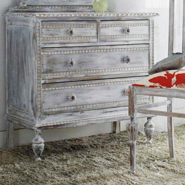 Мебель может быть уже старая или ее можно состарить