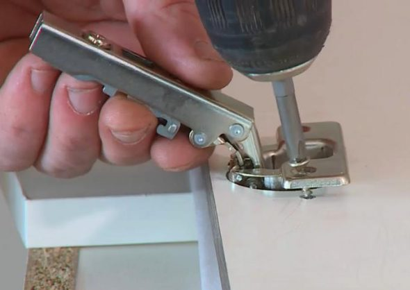 монтаж мебельной петли