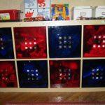 Стеллаж для игрушек с разноцветными ящиками