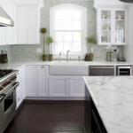 столешница в белой кухне