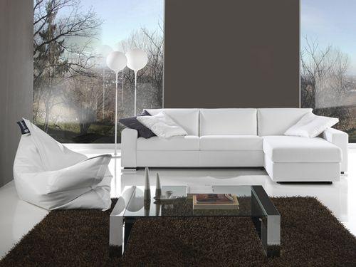 белый красивый диван