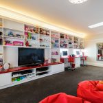 бескаркасная мебель красного цвета
