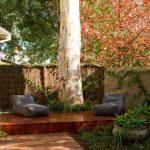 бескаркасная мебель во дворе