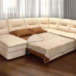большой диван с экокожи для гостей