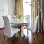 гостиная с круглым столом в стиле минимализм