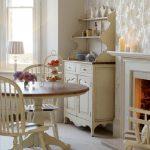 искусственно состаренная мебель станет отличным дополнением вашего интерьера