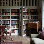 книжный шкаф с проходом