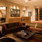 коричневый диван идеи интерьера