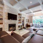 коричневый диван дизайн гостиной