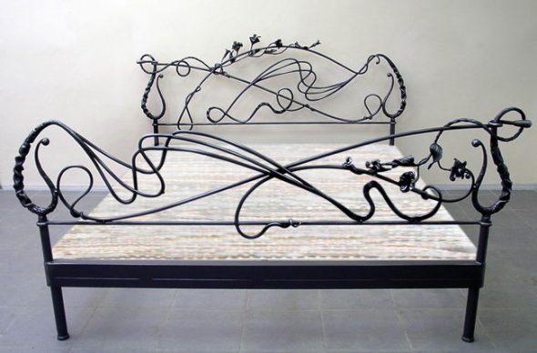 кованая красивая кровать