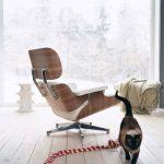 кресло с подставкой для ног в интерьере