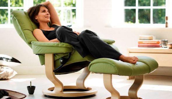 кресло с подставкой зеленое