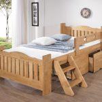 кровать из массива дерева для ребенка