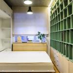кровать шкаф в маленькой спальне