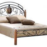 кровати металлические в сочетании с натуральным массивом гевеи
