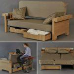 небольшой стол, двуспальная кровать и диван