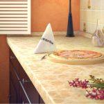 столешница светлая на кухне