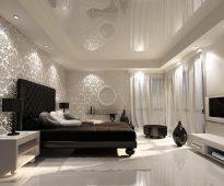 кровать в спальне неоклассика