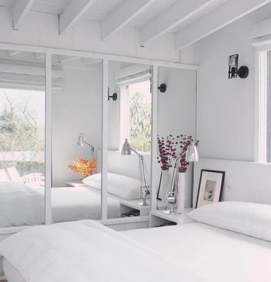 комнаты с зеркальной стеной фото