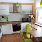 дизайн кухни с зеленым акцентом