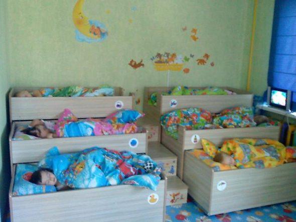 трехярусная кровать комод
