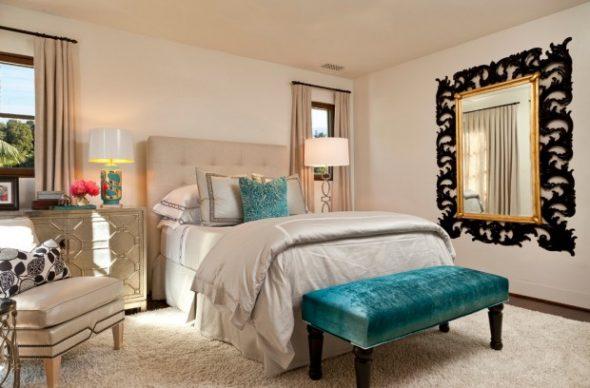 настенное зеркало в спальне
