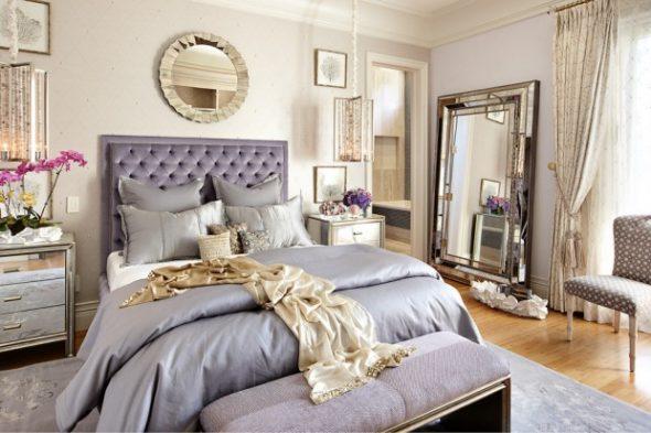 зеркало в спальне у стены