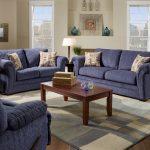 Благородный синий цвет дивана в дизайне интерьера