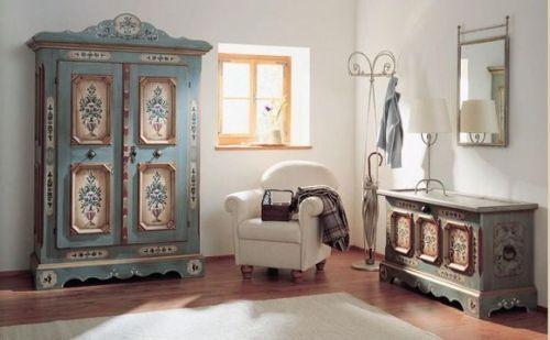 Декорирование мебели в комнате в стиле винтаж