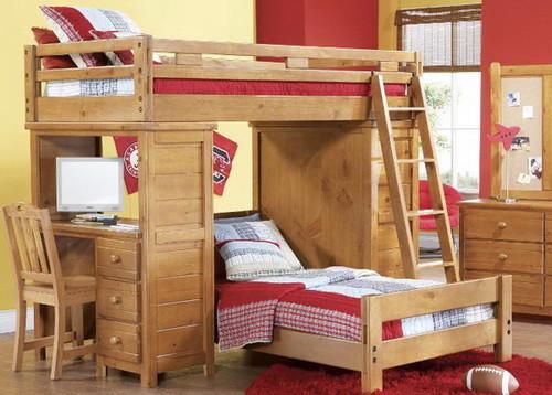Деревянная двухъярусная кровать в интерьере