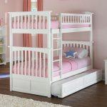 Двухэтажная кровать с третьим, выдвижным, спальным местом