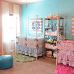 Интерьер комнаты для новорожденных разнополых двойняшек