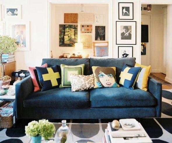 Яркие диваны, которые выделяются даже в самых обычных комнатах
