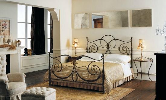 Комплект мебели из кованой кровати