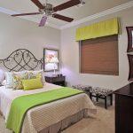 Кованая кровать в квартире