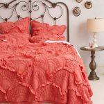 Кованые кровати прекрасно вписываются