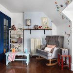 кресло качалка в комнате