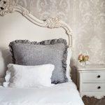 Кровать с резным изголовьем для интерьера в стиле прованс