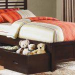 Кровать с выдвижными ящиками фото